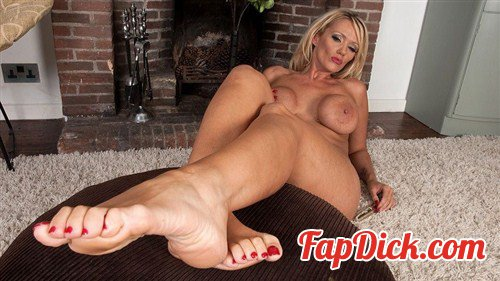 TheJoyOfFeet.com - Lucy Zara - Worship, foot boy! [HD 720p]
