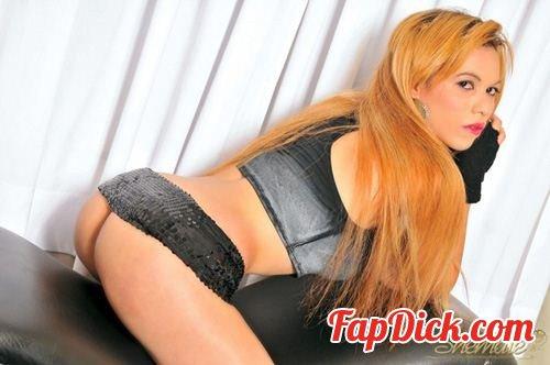 ShemaleSolos.com/TrannyAccess.com - Pamella Halquina - Fiery Redhead Tgirl Beauty [HD 720p]