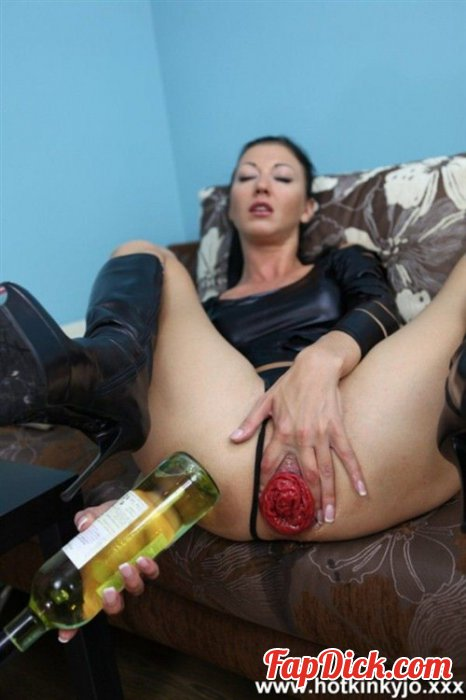 HotKinkyJo.xxx - Hot Kinky Jo - 22.02 Huge Dildo [SD]