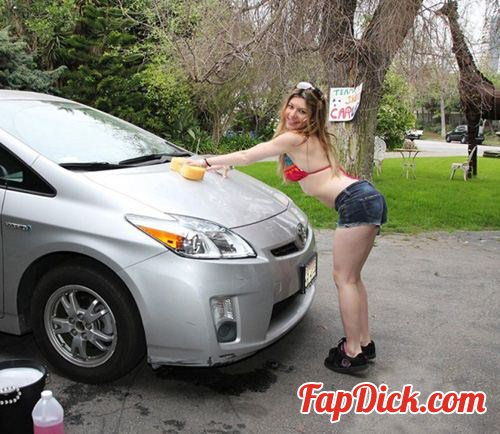 POVLife.com/TeamSkeet.com - Alice White - Skeeting At The Car Wash [FullHD 1080p]