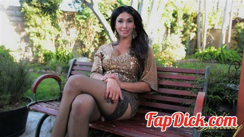 Club-Vaniity.net - Vaniity - Park Bench [HD 720p]