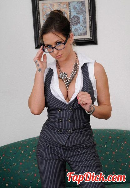 HDVPass.com - Rachel Roxxx - Secretary with sexual favors [FullHD 1080p]