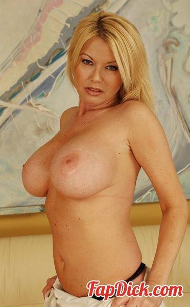 MyFriendsHotMom.com/NaughtyAmerica.com - Carolyn Monroe [FullHD 1080p]