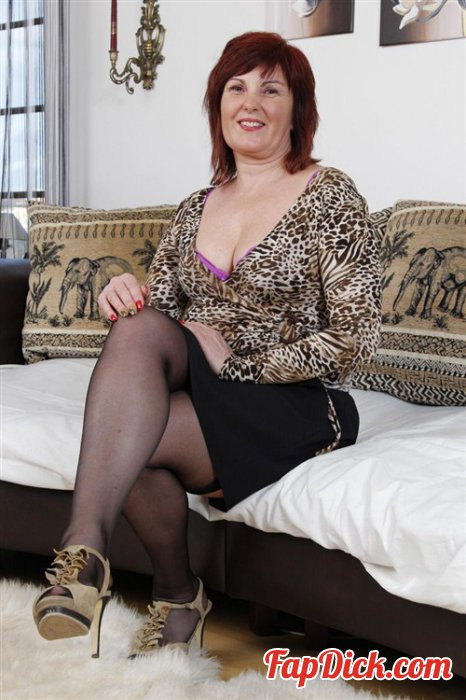 Mature.nl - Stephanie (50) - Solo [HD 720p]