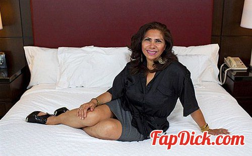 MomPov.com - Isabella - 48 year old Latina mom with a bush [HD 720p]