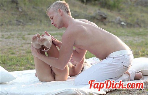 TheArtPorn.com - Gina Gerson - Sunset lovers [FullHD 1080p]
