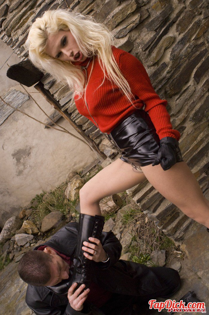 Private.com - Victoria Rush - Victoria Rush Has Leather Boots Licked Before She Gets Banged [HD 720p]