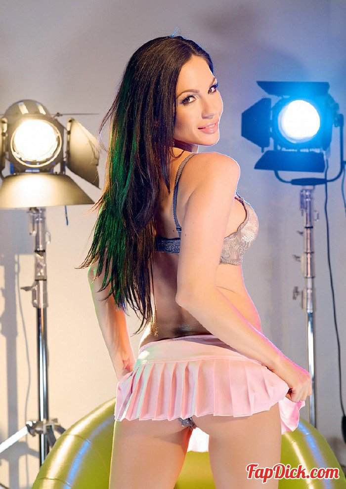 PornstarTease.com - Kirsten Price - Kirsten Price In Pink [HD 720p]