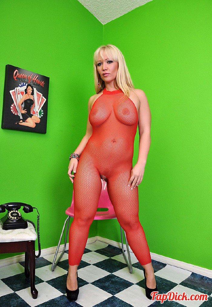 PornstarTease.com - Austin Taylor - Austin Taylor Feet Play [HD 720p]