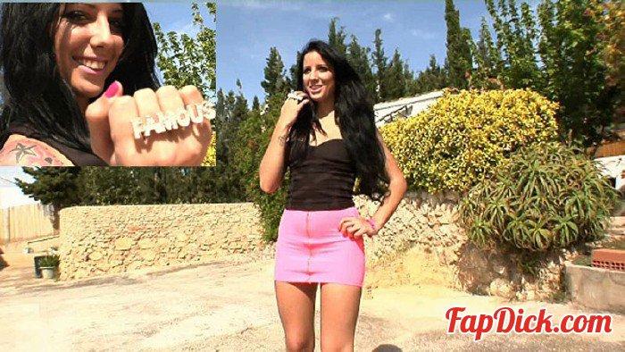 Fakings.com - Claudia Sanchez - Mi primera vez con Claudia Sanchez: ha nacido una estrella [HD 720p]