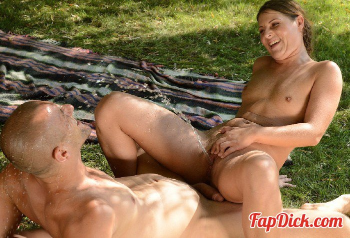 Zoliboy.com/21Sextreme.com - Agata - Summer Shower [HD 720p]