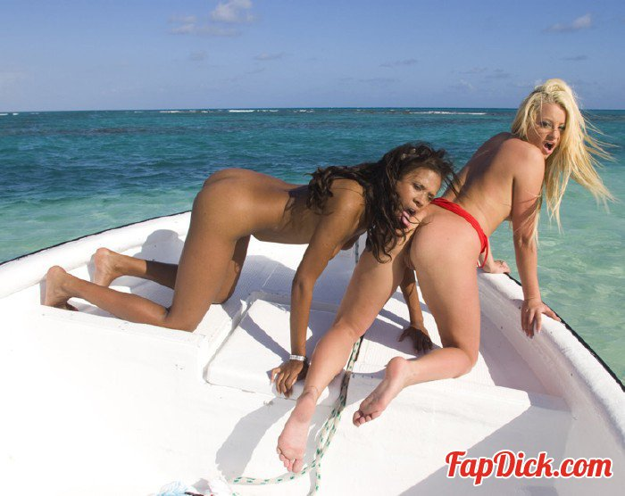 Private.com - Keisha Kane, Leigh Logan - Keisha Kane Seduces Her Girlfriend Leigh Logan On A Boat [HD 720p]