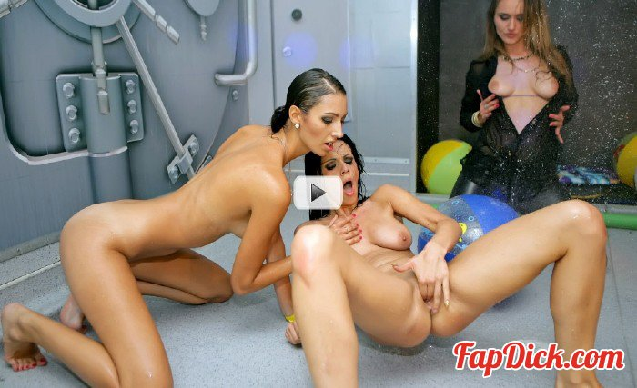 DrunkSexOrgy.com/Tainster.com - Kitty Jane, Alyssia Loop - Wet and Wild Swingers Part 5 - Shower Cam [SD 540p]