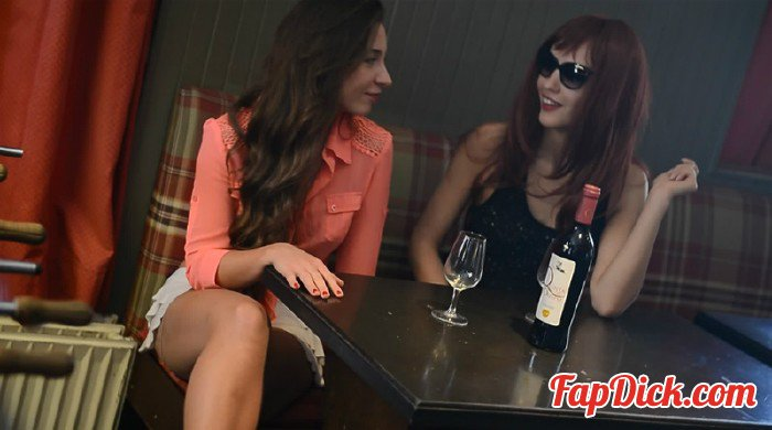Veneisse.com - Veneisse, Julie - Strip soccer and great double fisting with Julie at restaurant [HD 720p]
